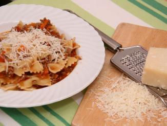 plato moñitas salsa