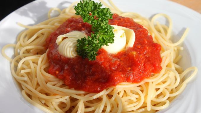 plato de spaghetti con mozzarella